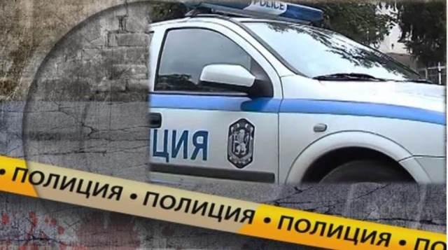 Тялото на убитата е открито със забит във врата й