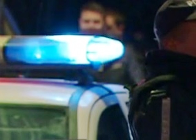В полицията постъпил сигнал за възникнал скандал пред частен дом.
