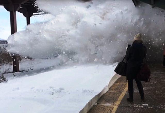 В Унгария обилен сняг причини хаос по пътищата. Много автомобили