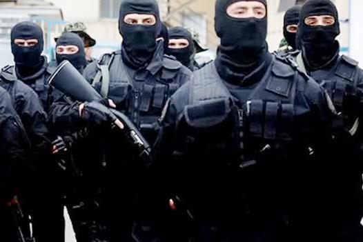 Испанската полиция допълва, че жените са подмамвани с реклами в