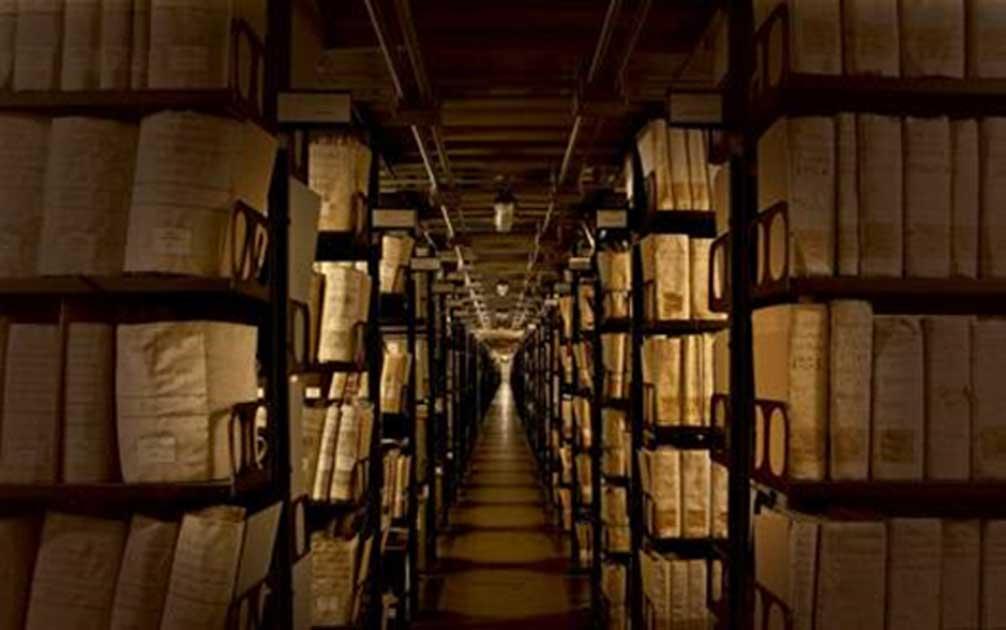 Отсега нататък колекцията от документи, ръкописи и папирус на папи