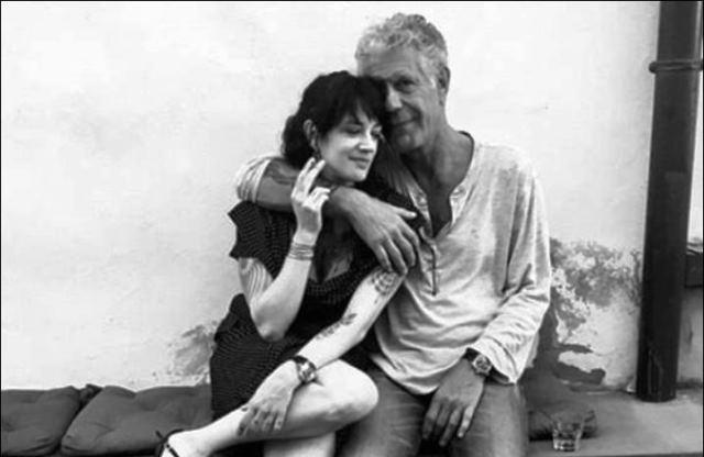 """""""Те бяха повече от приятели, но имаха доста свободни отношения."""