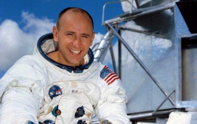 Преди Бийн на Луната стъпиха Нийл Армстронг и Баз Олдрин