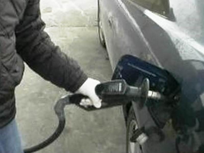 Дъното от 1.95 лв./литър за бензина и 2.15 лв./литър за