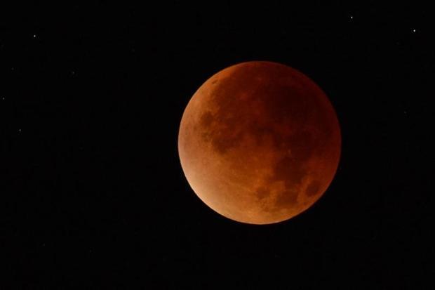 Пълната Луна ще е в сянката на Земята от 3,34