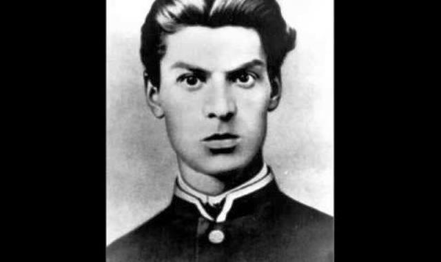 Роден е през 1850 г. или 1851 г. в Шумен