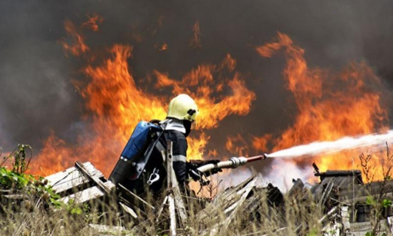 Три екипа с противопожарни автомобили на РСПБЗН -