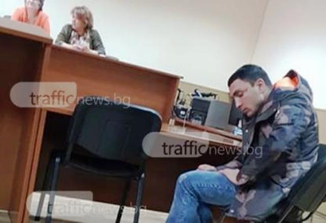 В съдебната зала бе един от разследващите от Криминална полиция,
