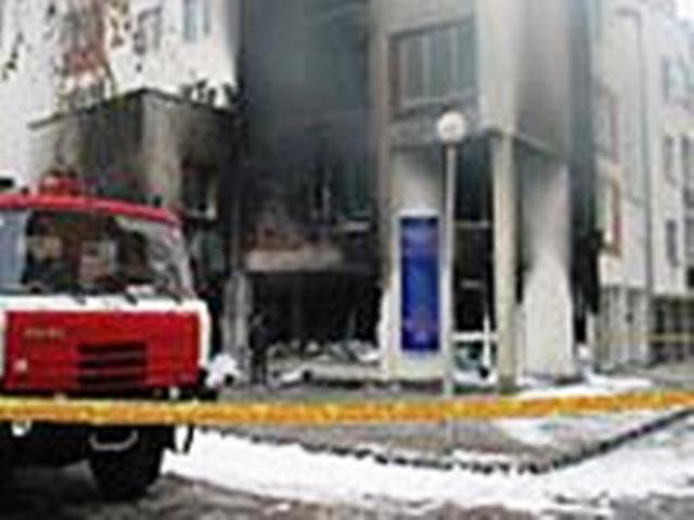 Експлозията избухва в асансьора, в който се вози шефът на