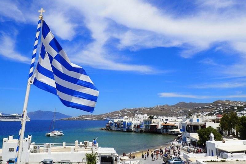 Гръцките власти удължиха всички действащи досега ограничения за