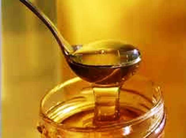 Намажете с малко мед и го оближете директно, пише здравно.бг.Направете
