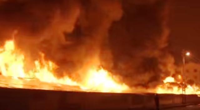 Днес пожарникари и доброволци от областтапродължават с гасенетонагорящото в дълбочинасметище,