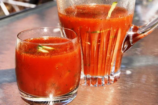 1. 190 мл доматен сок 2. 30 мл лимонов сок