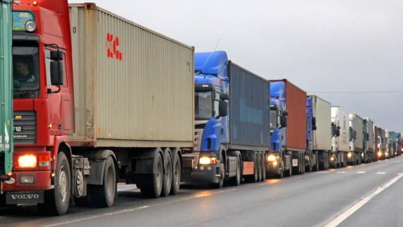 Интензивен е трафикът за товарни автомобили на изход