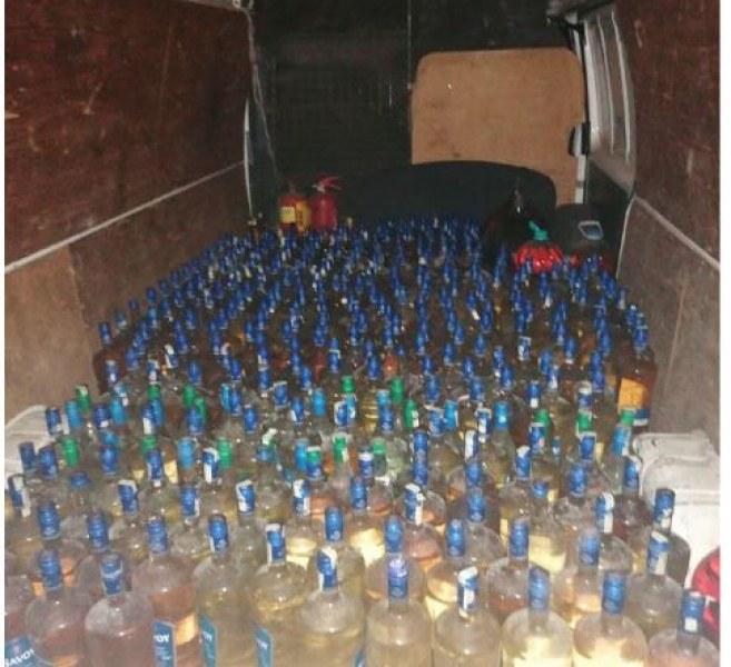 Незаконно произведения алкохол е открит от служителите на