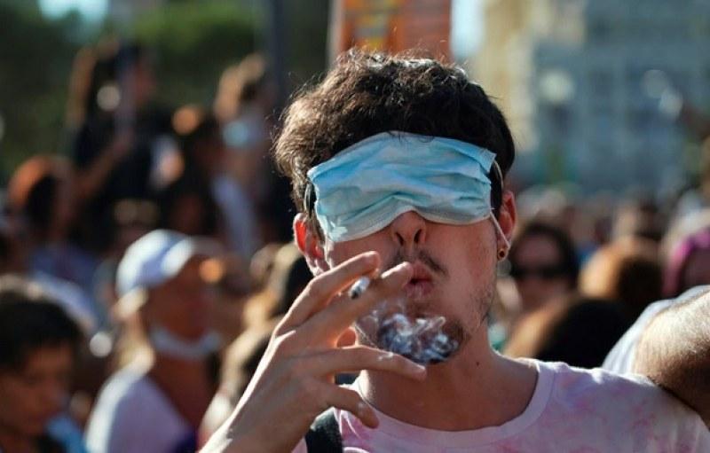 Здравният министър издаде заповедта за носенето на маски