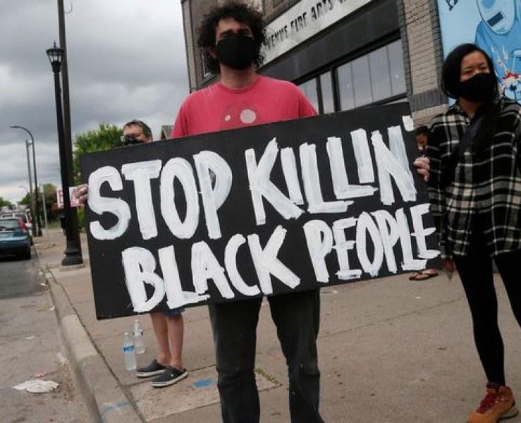 Смъртта на чернокожия Джордж Флойд, която провокира погроми