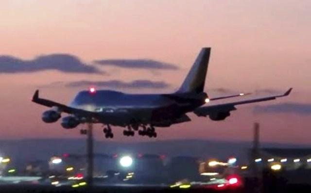 На борда на самолета има 267 пътници. Според ИРНА състоянието