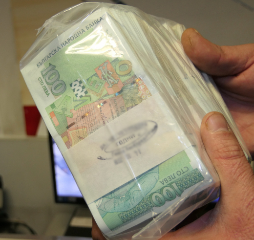 При откриването на контрабандно пренасяните парични средства, шофьорът е проявил