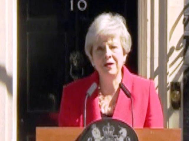 В кратко емоционално слово пред премиерската резиденция на Даунинг стрийт