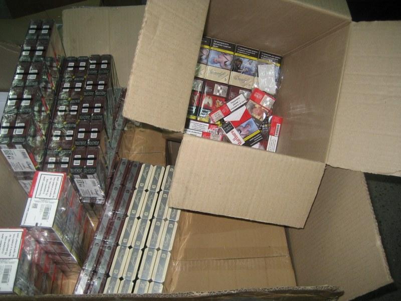 Задържаха над 20 000 кутии с цигари на