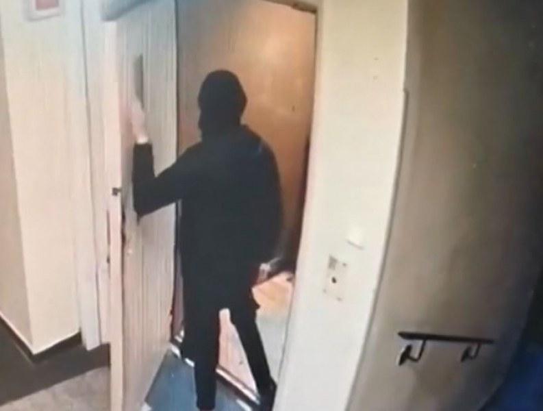 Телефона на 11-годишно момче е бил откраднат от