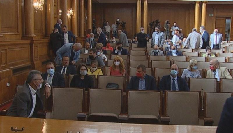 Парламентът не успя и при втория си опит