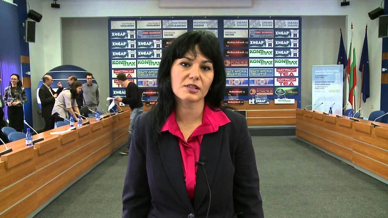 Тя остава член на Управителния съвет на Европейската агенция по