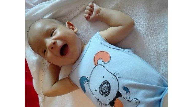 Донор на черен дроб за малкия Алекс стана баща му.