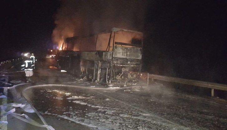 Снимка: На Косъм От Трагедия! Автобус Изгоря На Пътя Русе-Бяла