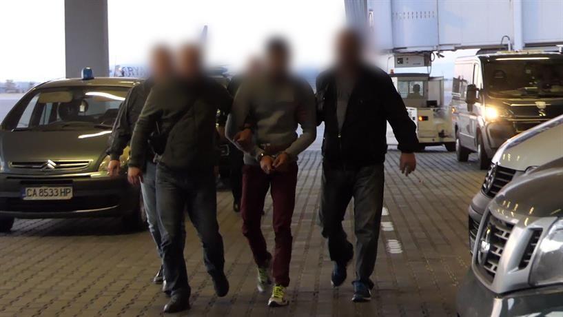 Очаква се днес убиецът да бъде конвоиран до Русе, където