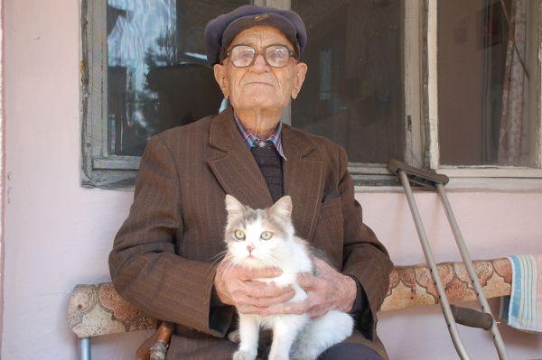 Дядо Неделчо Бойков е легенда в района. Всички знаят за