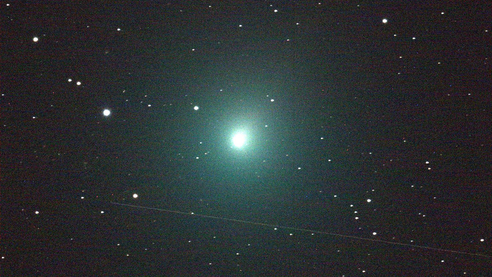 Тази вечер, в 23,00 часа, там, където е ясно, кометата