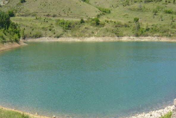 При проверката на язовира е установено, че цветът на водата