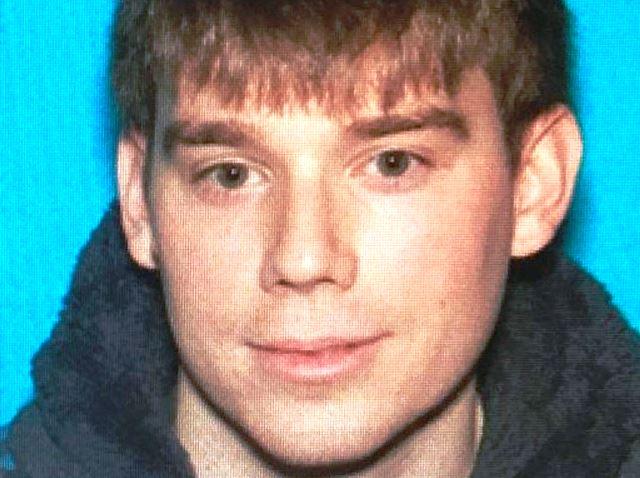 Нападателят, който според описанието бил въоръжен с автомат AR-15, влязъл