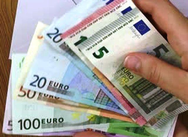 Снимка: От Днес Италианското Правителство Гарантира Доход От 780 Евро!