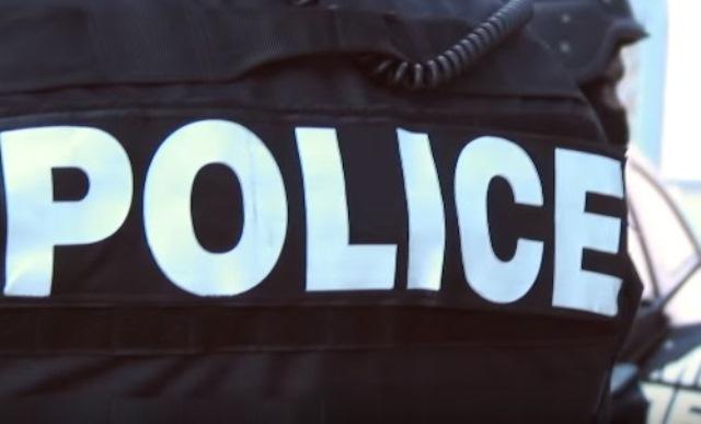 Час по-късно мъжътнабил полицай в районното управление в града.Проверката е