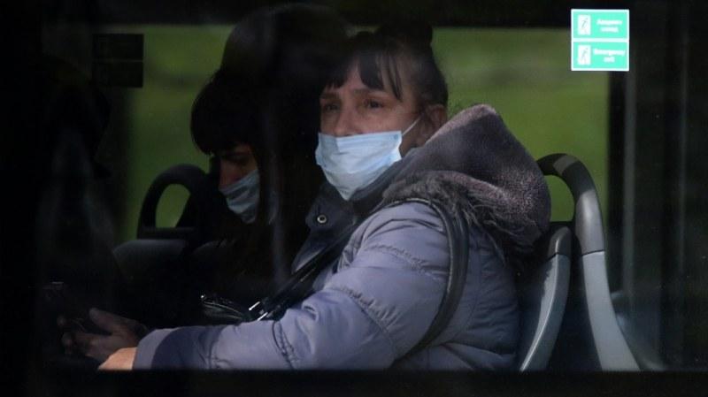 В градския транспорт маските остават задължителни, а в