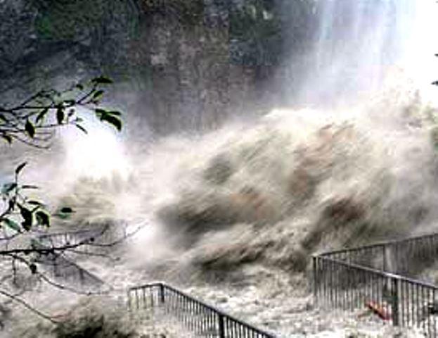 Още от петък метеорологичната служба на страната обяви повишено ниво