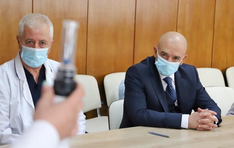 Рекорден брой по брой починали от коронавирус, регистрира