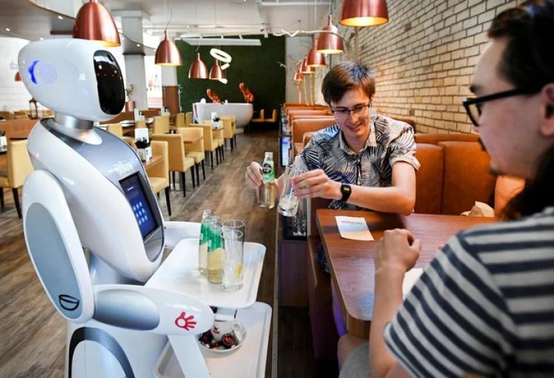 Роботи заместиха сервитьори в нидерлански ресторант. В заведението