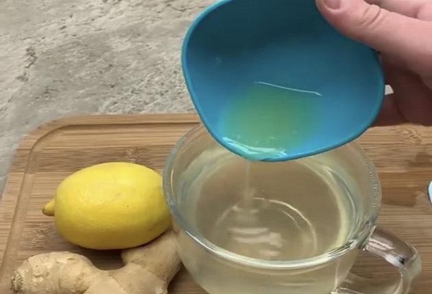 Приготвяне: Сложете водата на котлона да заври. След като заври, оставете
