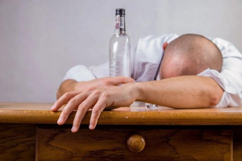 Има пряка връзка между работохолизма и алкохолизма. Прекаляването
