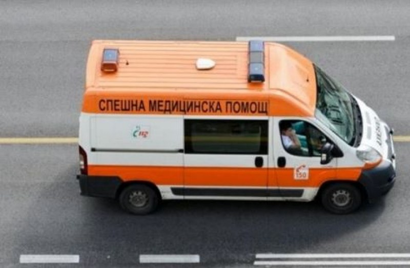 Автомобил блъсна майка с 6-годишно дете във Варна.