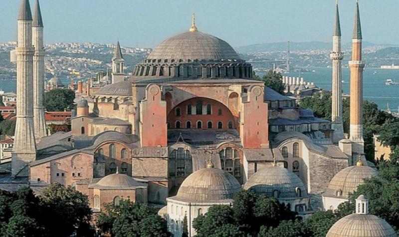 """Съдбата на прочутия храм """"Света София"""" в Истанбул"""