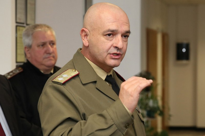България мина прага от 200 заразени за едно