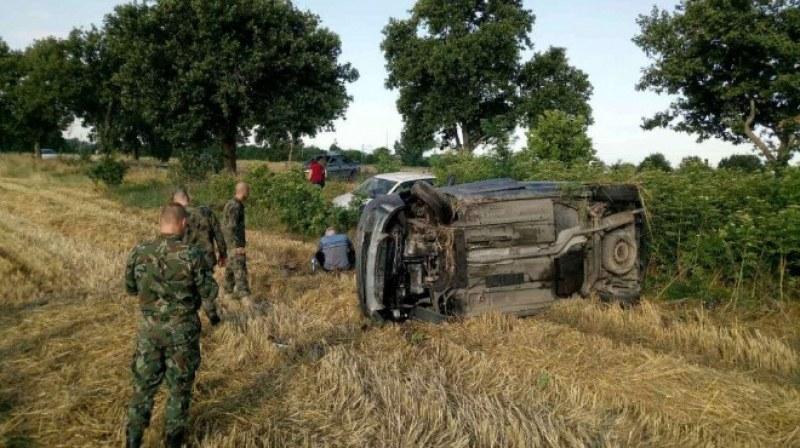Военнослужещи помогнаха на пострадали в след тежка катастрофа,