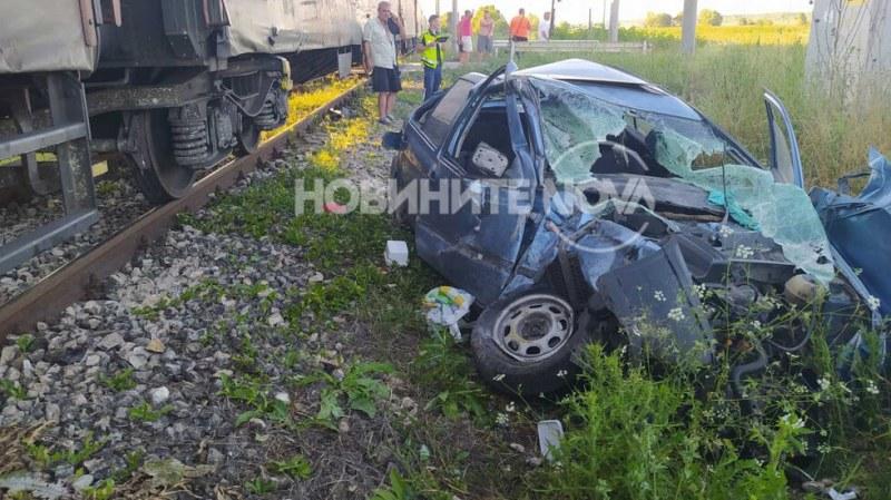 Товарен влак помете лека кола край Шумен. Инцидентът