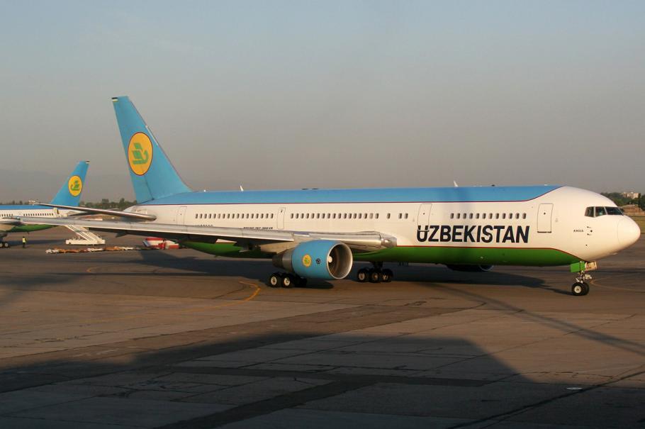 Властите в Узбекистан затварят летищата на страната и