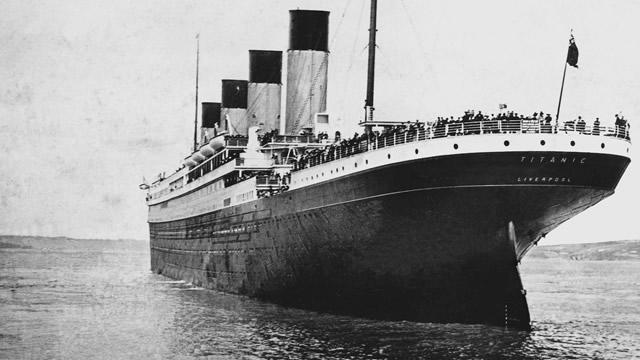 Според официалната версия лайнерът се е сблъскал с айсберг на